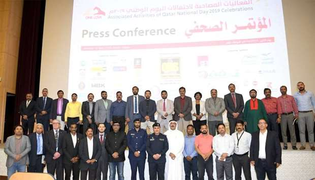 Ministry of Interior officials along with representatives of various expatriate communities pose for
