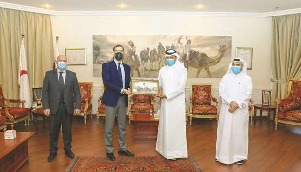 Ibrahim Abdullah al-Malki and Barnabas Fodor with other officials.