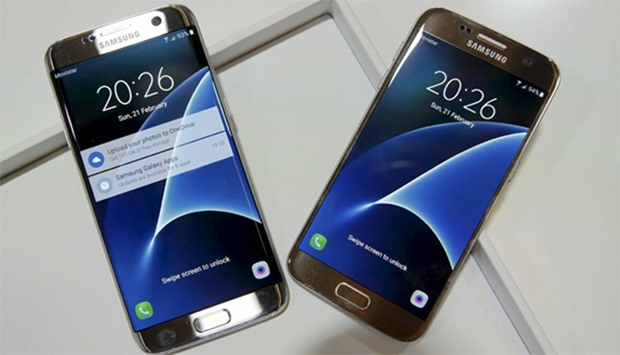 New Samsung S7 (R) and S7 edge smartphones