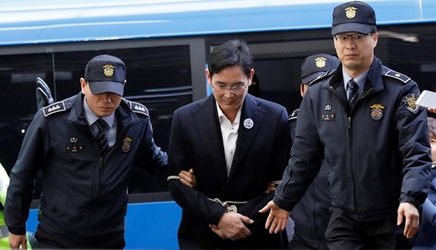 Samsung Group chief, Jay Y. Lee arrives at the office of the independent counsel team
