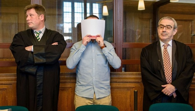 Defendant Hamdi H (C) stands between his lawyers at the dictrict court in Berlin
