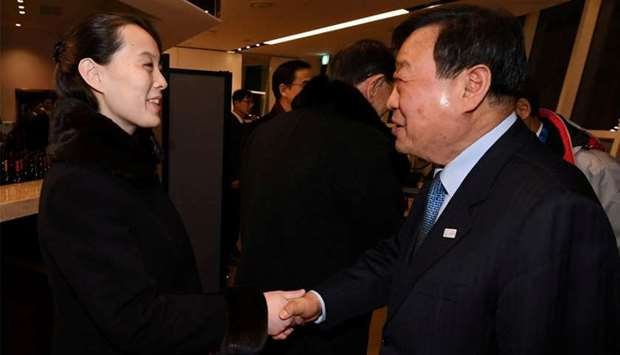 Smiling S. Korean leader welcomes N. Koreans
