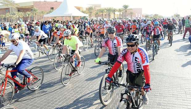 Cycling tour from Education City to the Corniche and back