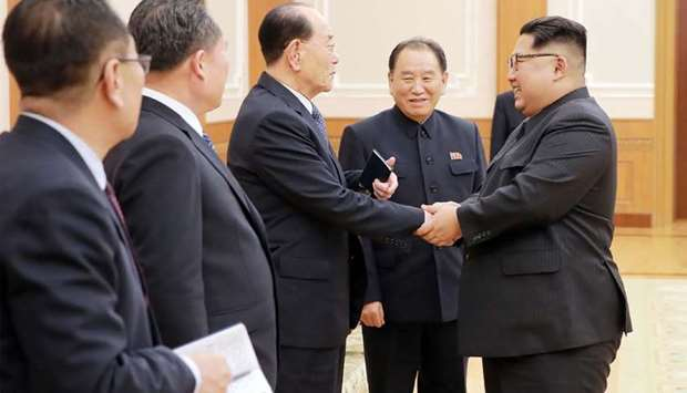 North Korean leader Kim Jong-Un (R) greeting members of the high-level delegation that visited south