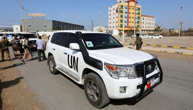 The convoy of a team from the United Nations and the World Food Program crosses from Houthi-controll