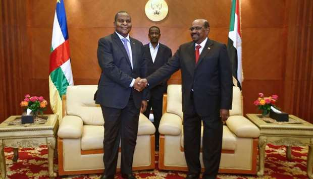 Central African president Faustin-Archange Touadera (L) and Sudanese President Omar al-Bashir (R)