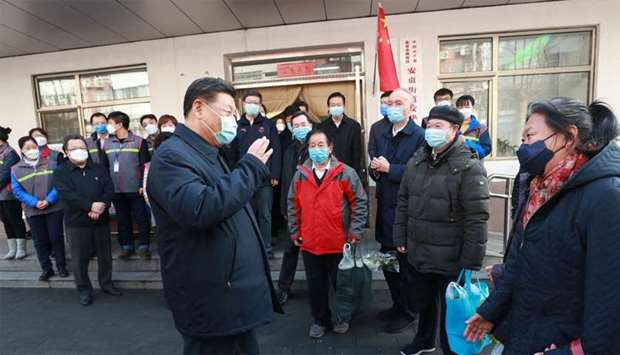 Chinese President Xi Jinping (L) meeting local residents during an inspection of the novel coronavir