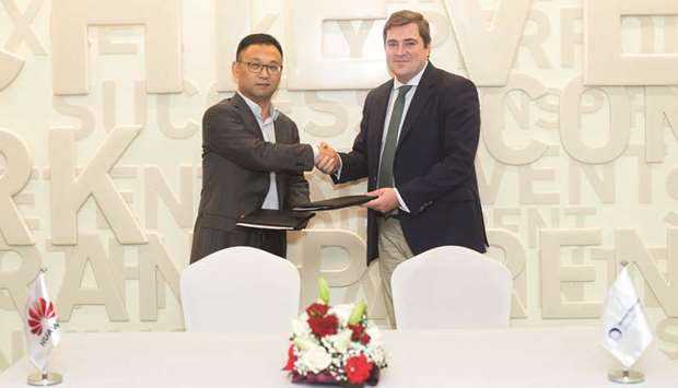 Leon and Wenfeng at the MoU signing between Mannai Trading Company and Huawei Intelligent Computing.