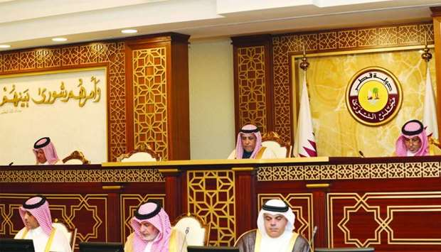 Shura Council discusses draft law minimum wage