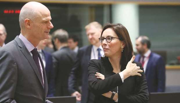 Dutch Foreign Minister Stef Blok (left) and French Junior Minister for European Affairs Amelie de Mo