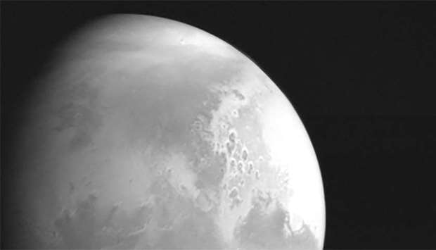 China's Mars probe sends back video of Red Planet