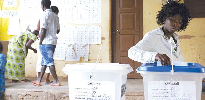 A Guinea-Bissau resident casts her vote at Bissau.