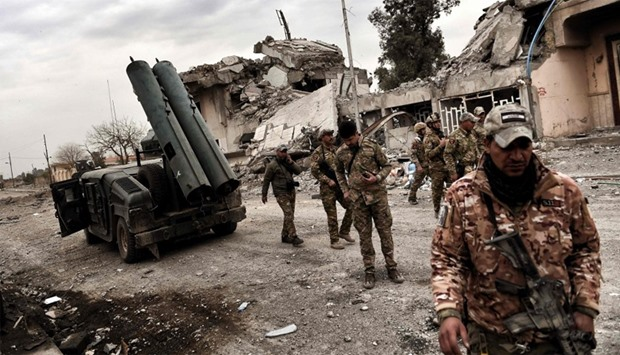 Iraqi forces members prepare to fire artillery towards Islamic State  in Mosul