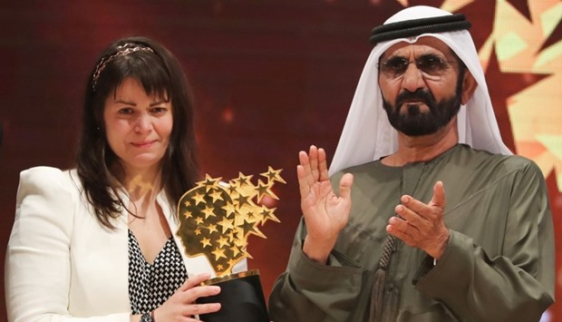 Maggie MacDonnell (L) receives the Global Teacher Prize from Sheikh Mohammed bin Rashid al-Maktoum