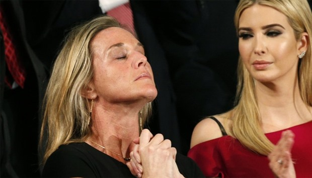 Emotional ovation as Trump honours US soldier's widow