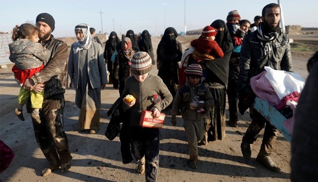 Displaced Iraqis flee their homes in western Mosul