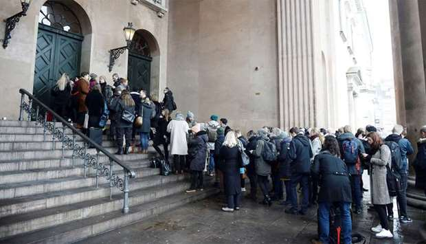 The press and hearers line up in front of the courthouse where the trial of Danish inventor Peter Ma