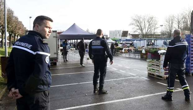 French police and gendarme officers evacuate the market of Crepy-in-Valois on March 1, 2020, followi