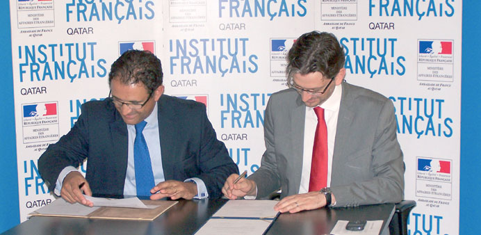 Regis Dantaux (right) and Dominique Gueudet signing the agreement.