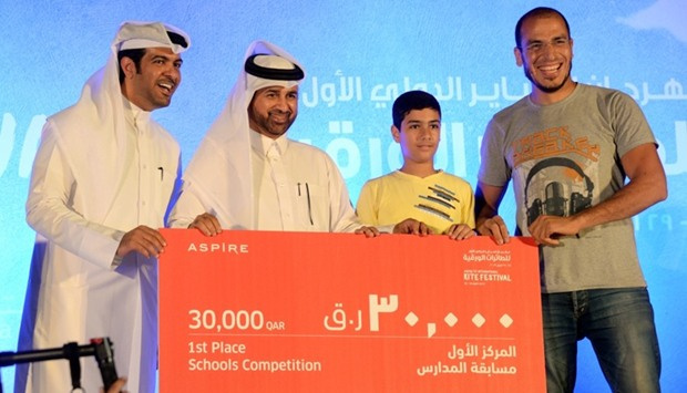 Dr Khalid bin Ibrahim al-Sulaiti (second, left) awards Muaz bin Jabal School for winning the inter-s