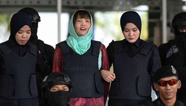 Vietnamese national Doan Thi Huong (C) is escorted by Malaysian police out of the High Court in Shah