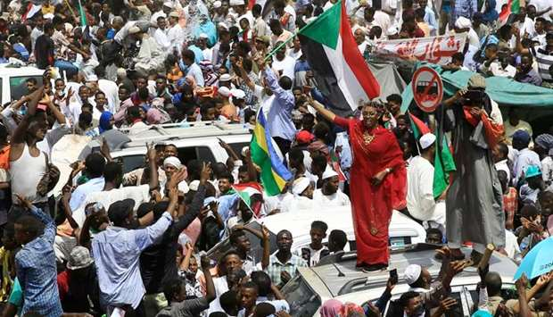 Sudanese demonstrators protest against the army's announcement that President Omar al-Bashir would b