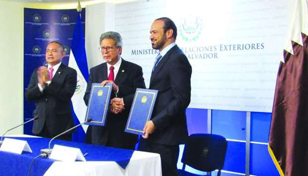 Charge d'Affaires of the embassy of Qatar in El Salvador, Tariq Othman al-Othman with the Minister o