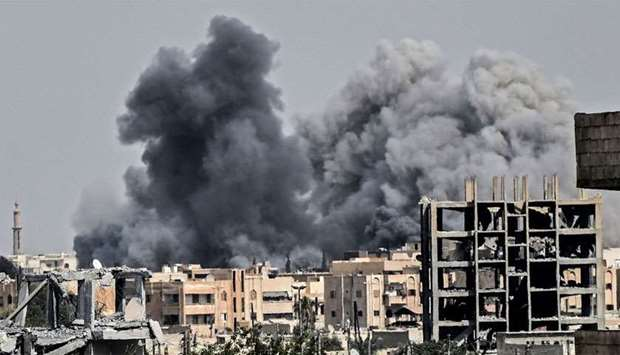 Heavy smoke billows following an airstrike on the western frontline in Raq