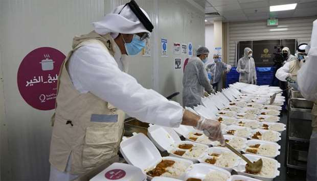 Qatar Charity distributes 6,000 ready-to-eat meals daily to workers