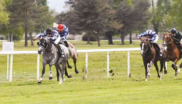 Valentin Seguy (left) rides Sarhan to victory in the Prix Val d'Adour — Wathba Stallions Cup in Tarb