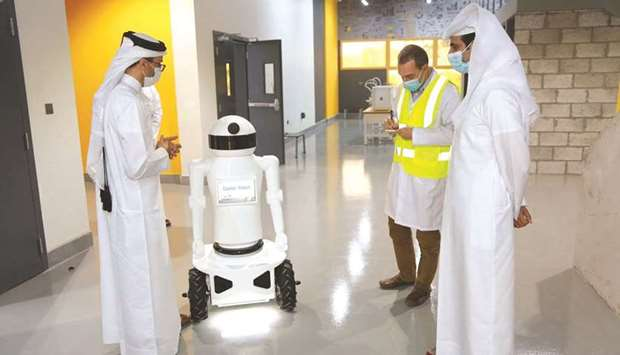 Minister visits 'Innovation Makers Oasis' at Qatar Scientific Club