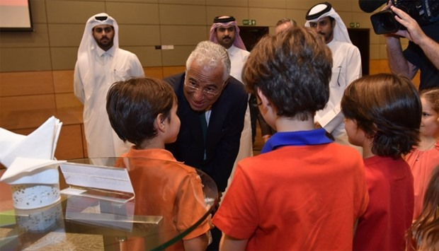 Prime Minister Ant?nio Costa interacting with some students at the event