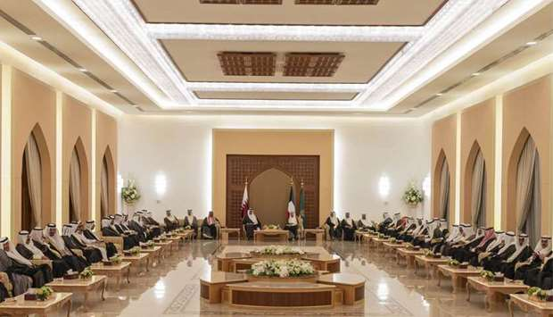 Amir, Kuwait Amir hold talks to strengthen ties