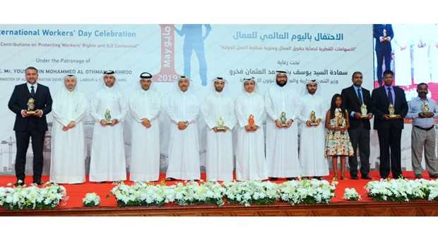 HE Yousuf bin Mohamed al-Othman Fakhro and other dignitaries with those honoured on the occasion.