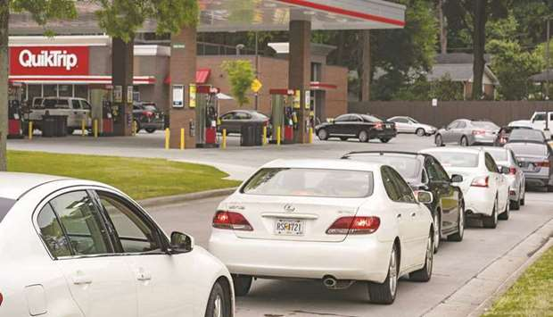 Cars line up at a QuickTrip in Atlanta, Georgia, after gasoline supplies were hit.
