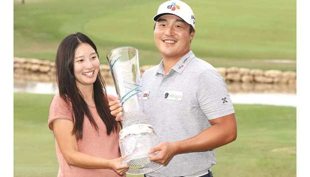 Lee Kyoung-hoon of South Korea celebrates with his wife and the trophy after winning the Byron Nelso