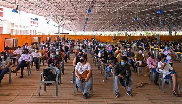 People wait to get a dose of the vaccine against the Covid-19 coronavirus at the vaccination center