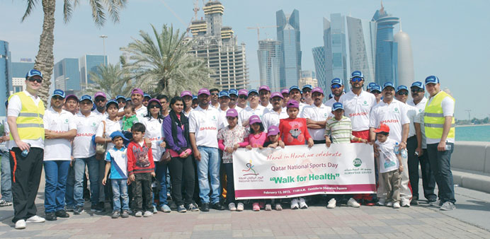 Almuftah Group employees and their families who participated in the walk.