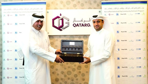 Qatargas' public relations manager presents memento to Al Shamal Municipality director