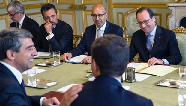 French President Francois Hollande (R), flanked by French Minister of State for European Affairs Har