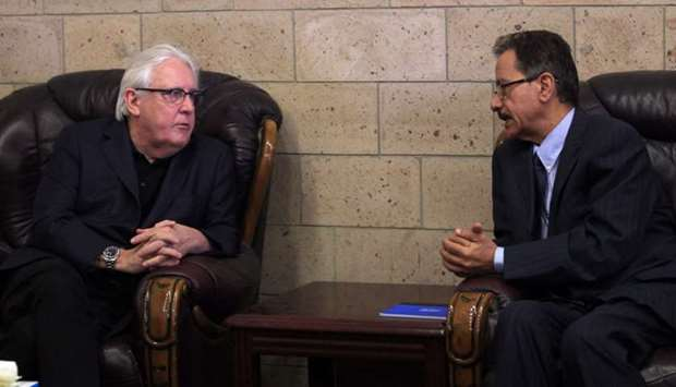 Martin Griffiths, the UN special envoy for Yemen (L)