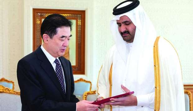 His Highness the Deputy Amir confers the Decoration of Al Wajba on outgoing Ambassador of China, Li