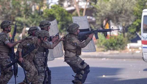 Lebanese army soldiers clash with anti-government protesters in the Bab al-Tabbaneh neighbourhood in