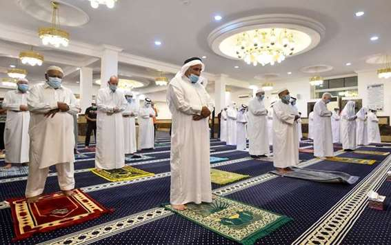 Morning prayer in the mosques of Qatar after nearly 3 months of closure