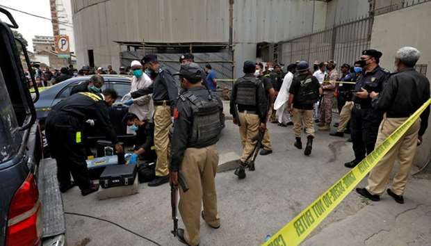 Pakistan Stock Exchange in Karachi attacked by armed men