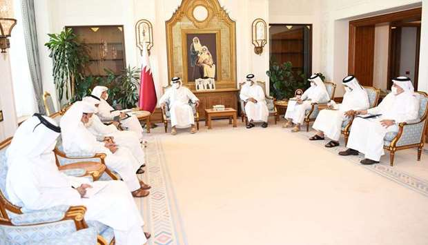 HE the Prime Minister in talks with chief editors of Qatari newspapers.
