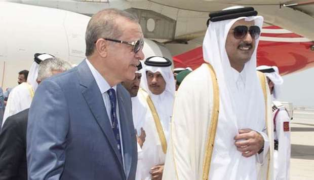 The Emir of Qatar welcomes Turkish President in Doha
