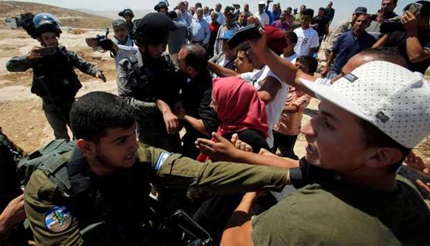 Israeli forces scuffle with Palestinians
