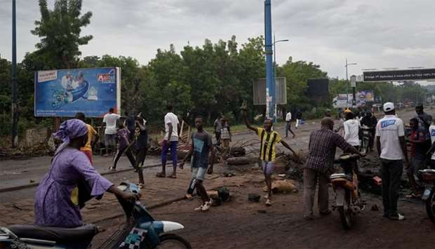 Protesters set barricades to block the circulation on the Martyrs bridge of Bamako