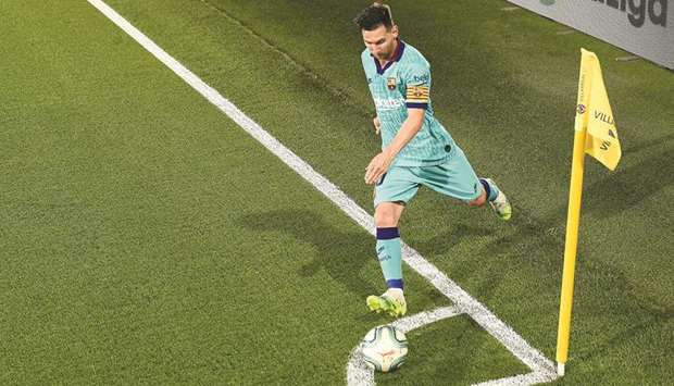 Lionel Messi takes a corner during a La Liga match against Villarreal at the Madrigal stadium in Vil